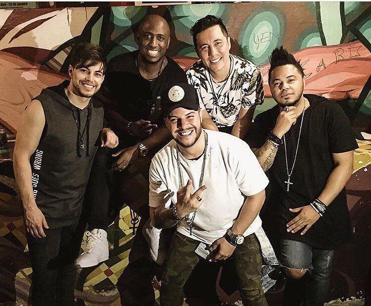 o grupo Br'oz,a boyband brasileira que fez sucesso no começo da década dos anos 2000, fará uma live, nesta quarta-feira (20/05), com transmissão no YouTube, a partir das 20horas.