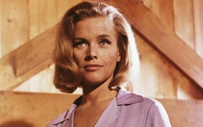 A atriz Honor Blackman
