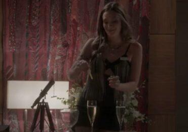 Fabinho descobre que Cassandra dopou Jonatas em Totalmente Demais – TV & Novelas – iG