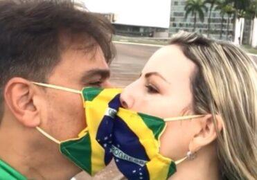 Guilherme de Pádua vai a manifestação: 'O Brasil precisa mudar' – Celebridades – iG