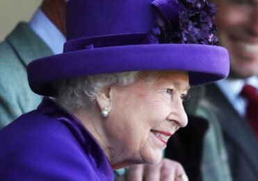 Rainha não quer reinar pela web e deseja retomar vida pública – Celebridades – iG
