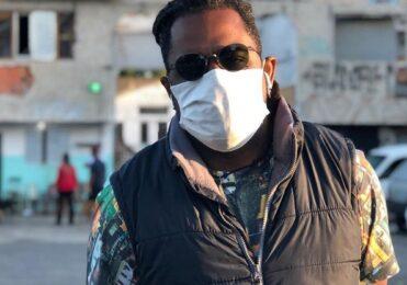 Repórter da Globo sofre racismo ao vivo e rebate: Não sou otário – TV & Novelas – iG