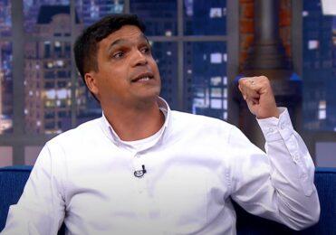 """Cabo Daciolo no The Noite diz que Bolsonaro deve ter cuidado com Mourão: """"Quer a cadeira dele"""""""