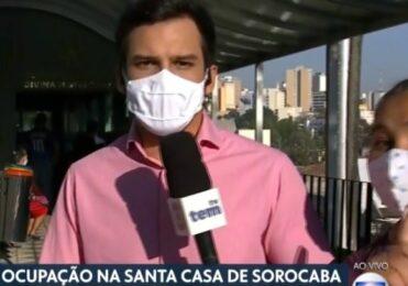 """Mulher invade reportagem ao vivo no """"Bom Dia SP"""" e IRRITA Rodrigo Bocardi"""